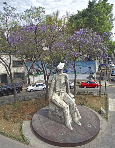 Escultura Hombre mirando al infinito de José Luis Cuevas